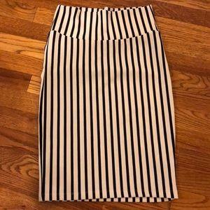 XS Black and White LulaRoe Cassie Skirt